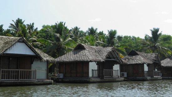 Poovar Island Resort: Floating cottage