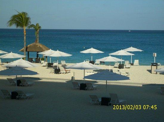 Bucuti & Tara Beach Resort Aruba: tara side of the beach