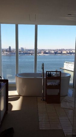 The Standard, High Line : Amazing bathroom