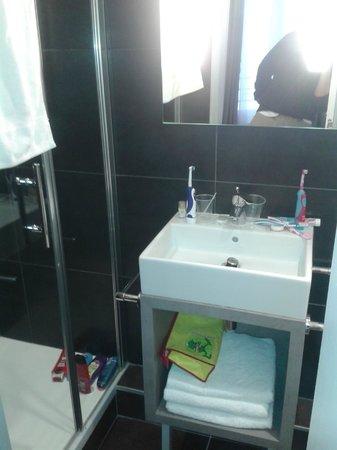 Hôtel Kyriad Paris 12 - Nation: Salle de bains: propre