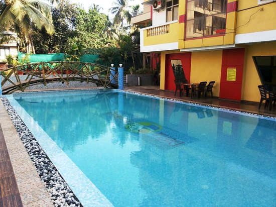 Delta Residency: Swimming pool view