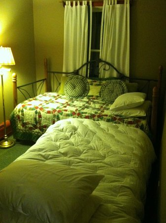 Frog's Leap Inn: Suite room 2 - Twin plus roll out twin bed