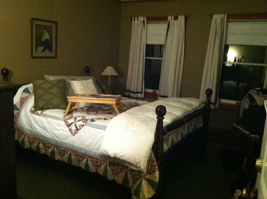 Frog's Leap Inn: Suite room 1 - Queen bedroom
