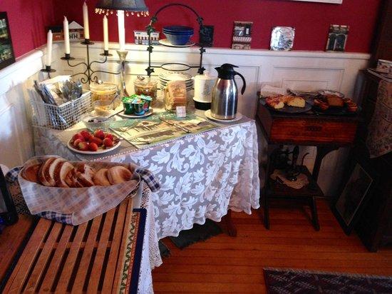 Historic Hill Inn: The breakfast spread