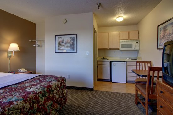 InTown Suites Kennesaw University: Full kitchen in every room