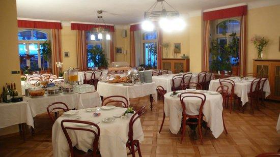 Hotel Falken Wengen : SALLE A MANGER DE L'HOTEL FALKEN