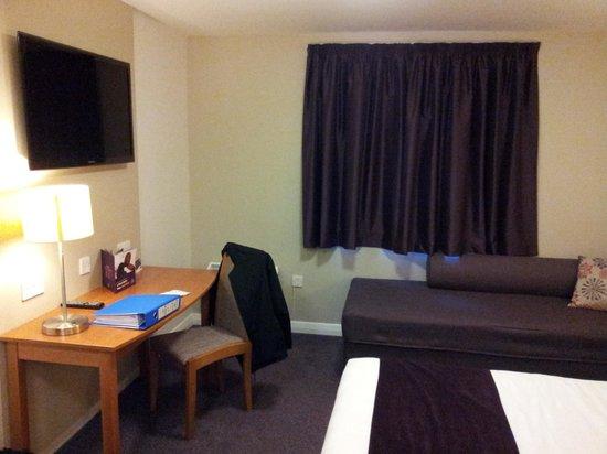 Premier Inn Chester Central (South East) Hotel: Room