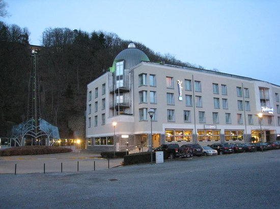 Radisson Blu Palace Hotel, Spa : A gauche, le funiculaire qui conduit aux Thermes