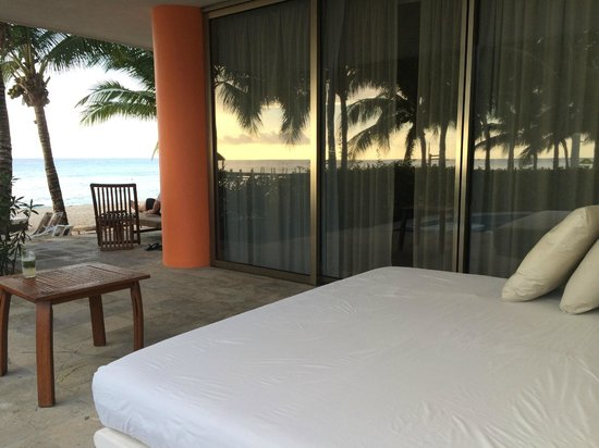 Secrets Aura Cozumel: room 1415 one of the swim up patios, showing beach