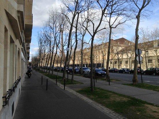 Mercure Paris Tour Eiffel Pont Mirabeau : Vista externa