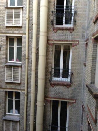 Mercure Paris Tour Eiffel Pont Mirabeau : Vista da nossa janela