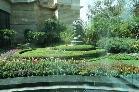 The Leela Palace New Delhi: sculpture in garden
