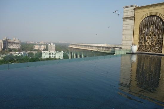 The Leela Palace New Delhi: pool on hotel roof
