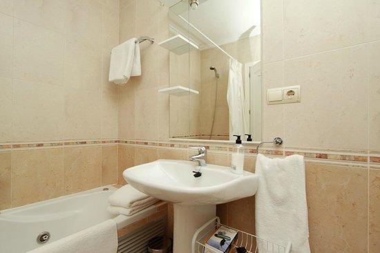 Apartamentos Avila: Baño