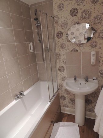 The Wroxeter Hotel: bathroom