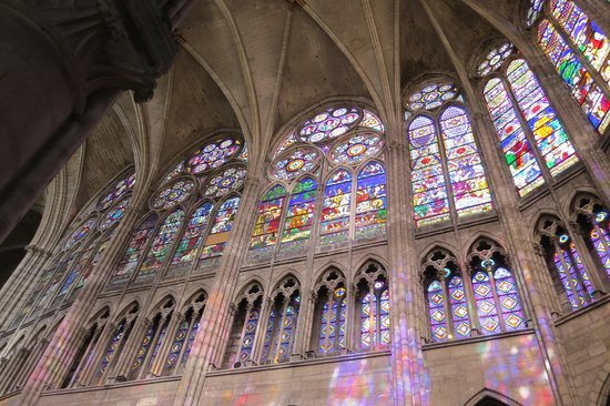 Basilica Cathedral of Saint-Denis: Beautiful stained glass