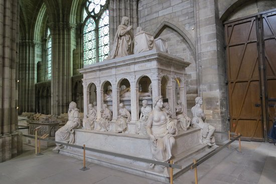 Basilica Cathedral of Saint-Denis: Tomb of Louis VII