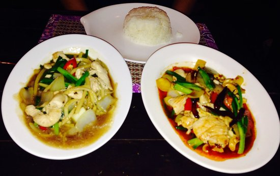 Sawasdee : Chicken Peanutsauce and Oystersauce