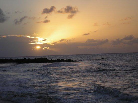 Paraiso Beach Hotel: Sunset at Paraiso