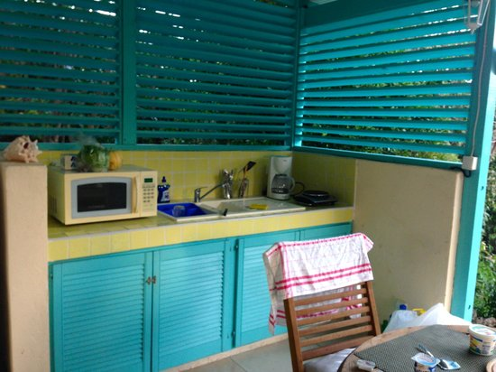 Oasis Creole: Nevis Cottage kitchenette