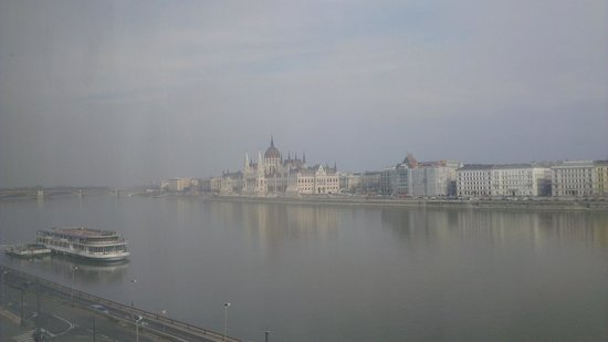 Boutique Hotel Victoria Budapest : View from room to the parliament