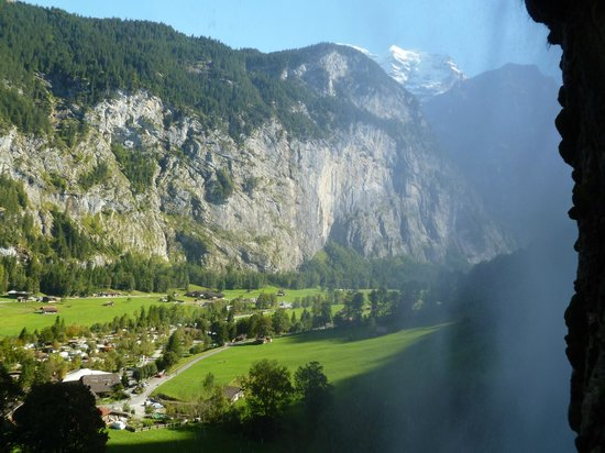 Staubbach Fall : AMAZING VIEWS OF THE VALLEY FROM BEHIND THE FALL