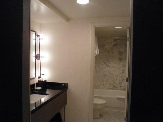 Melrose Georgetown Hotel : Bathroom