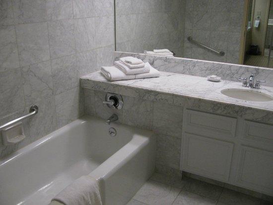 Harveys Lake Tahoe: The bathroom - very big and spacious (with both the bath and shower option)