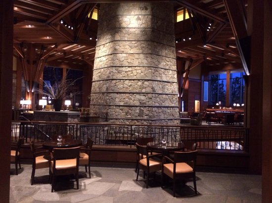 The Ritz-Carlton, Lake Tahoe : Portion of expansive gathering area