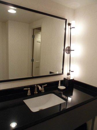 Melrose Georgetown Hotel: Bathroom