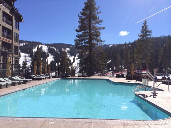 The Ritz-Carlton, Lake Tahoe : Saltwater pool at constant 86 degrees