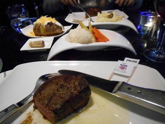 Prime Steak and Wine: Filet Mignon, baked Potatoe, steamed vegetables