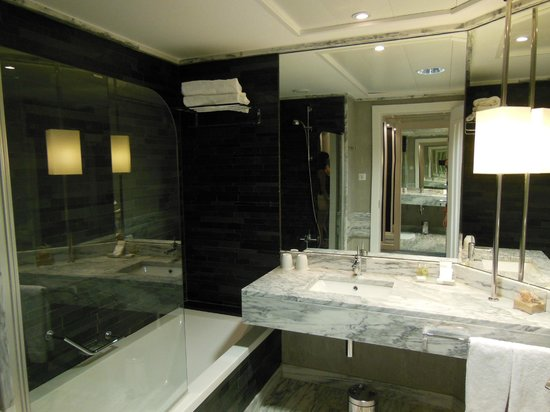 Real Marina Hotel & Spa: Baño