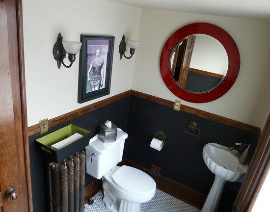 Blackwell Hotel : Public restroom (main floor)