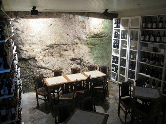 Bar do Binho: cave et tables