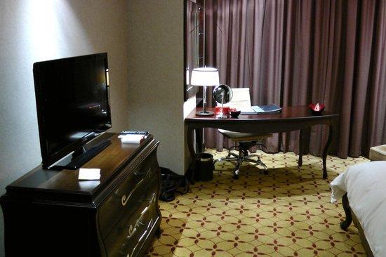 Mövenpick Hotel Saigon: Desk