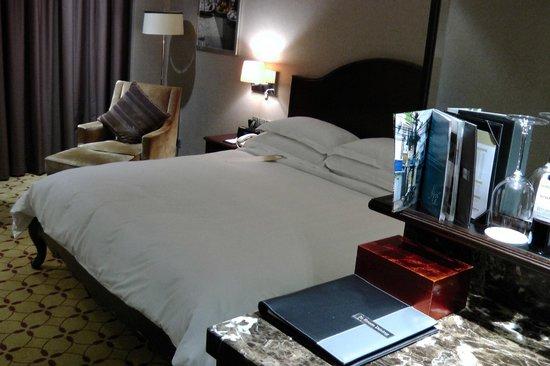 Mövenpick Hotel Saigon: Bed
