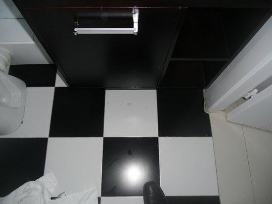 Hotel Zollhof: Sauberkeit der Fliesen