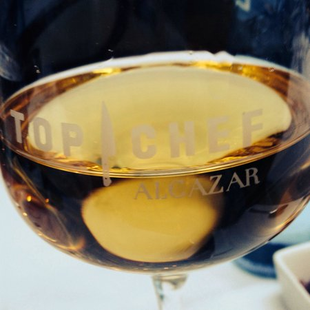 verre de vin blanc picture of l 39 alcazar paris tripadvisor. Black Bedroom Furniture Sets. Home Design Ideas
