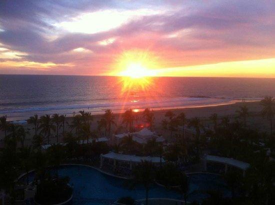 Hotel Riu Emerald Bay: Sunset, room view
