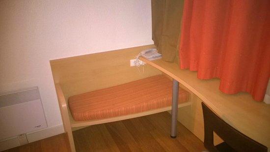 Hôtel Ibis Pontarlier : BUREAU