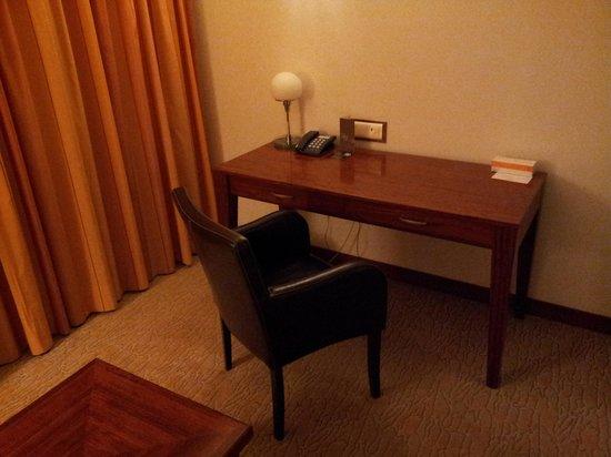 Sheraton Tel Aviv Hotel: Desk