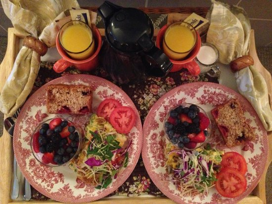 The Wild Iris Inn: The delicious breakfast!!!
