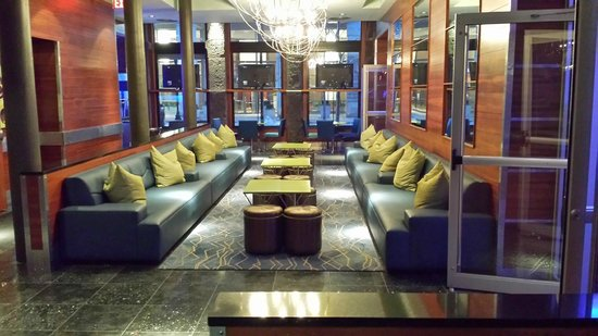 Harborside Inn: Lounge area in lobby