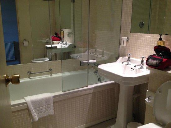 The Old Bridge: Fantastic Bathroom