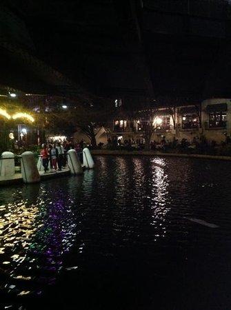 River Walk : Strolling the Riverwalk at Night