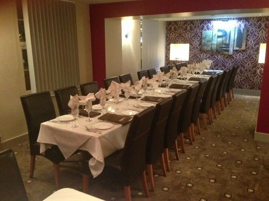 Salim's Indian Restaurant : Inside