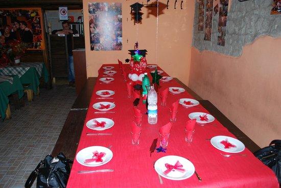 Tavolo imbandito per festa di laurea foto di guardie e for Addobbi per laurea