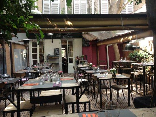 restaurant blonde et brune restaurant dans villennes sur seine avec cuisine autres cuisines. Black Bedroom Furniture Sets. Home Design Ideas