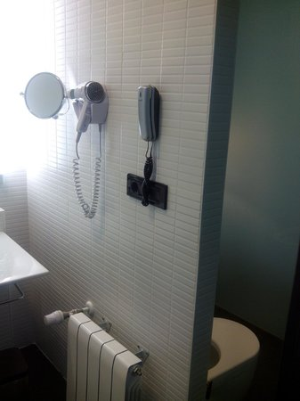 Parador de Antequera: aseo separado del baño